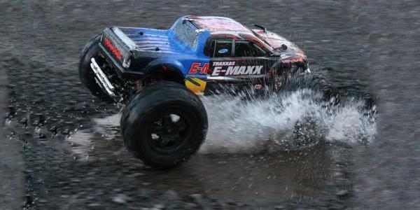 Modellauto Einsatz im Wasser