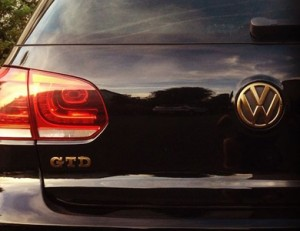 VW Golf Emblem gold-metallic