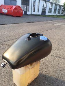 Motorrad Tank mit Effekt Sprühfolie von mibenco