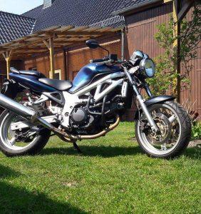 Motorrad mit Sparkling Ocean auf schwarz